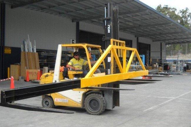 Forklift spreader